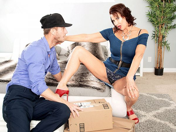 Vanessa, the fuck machine and the delivery man